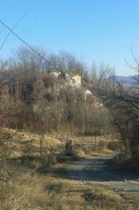 """""""Piatra Alba"""", langa pod, ce da numele satului"""